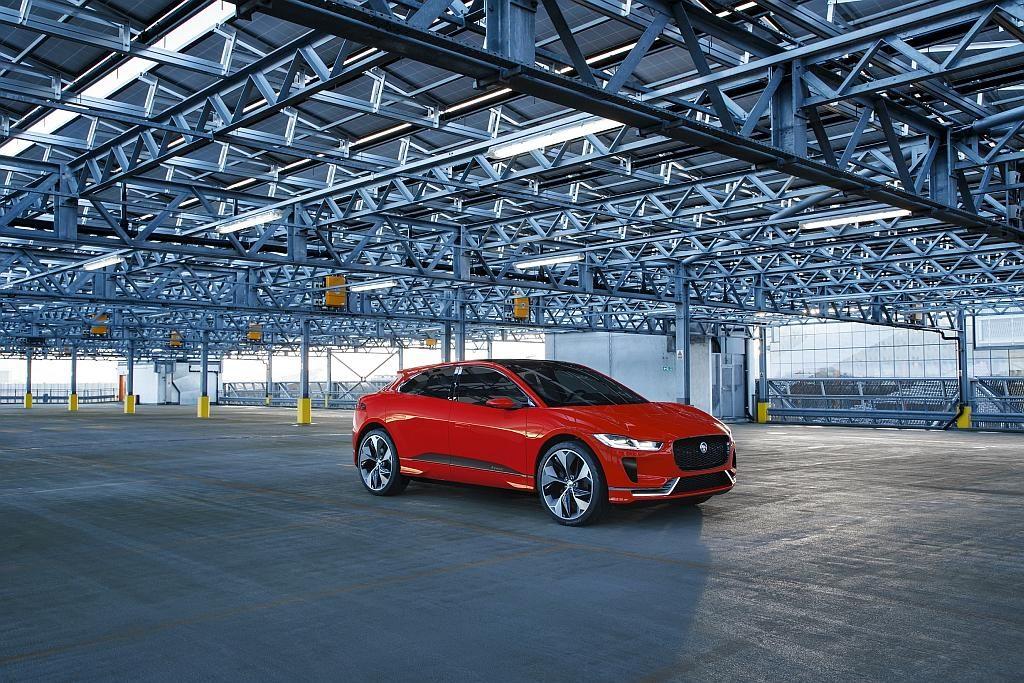 Der Jaguar I-PACE bietet 90 kWh starker Akku, 400 PS, 500 Kilometer Reichweite