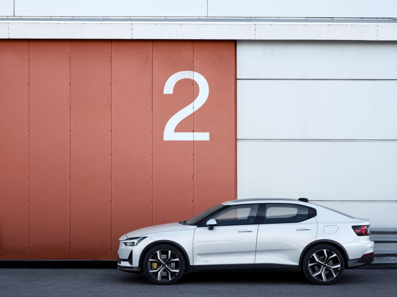 Der Polestar 2 ist mit 500 km Reichweite und einem Einstiegspreis von 39.900 Euro ein vielversprechendes Angebot