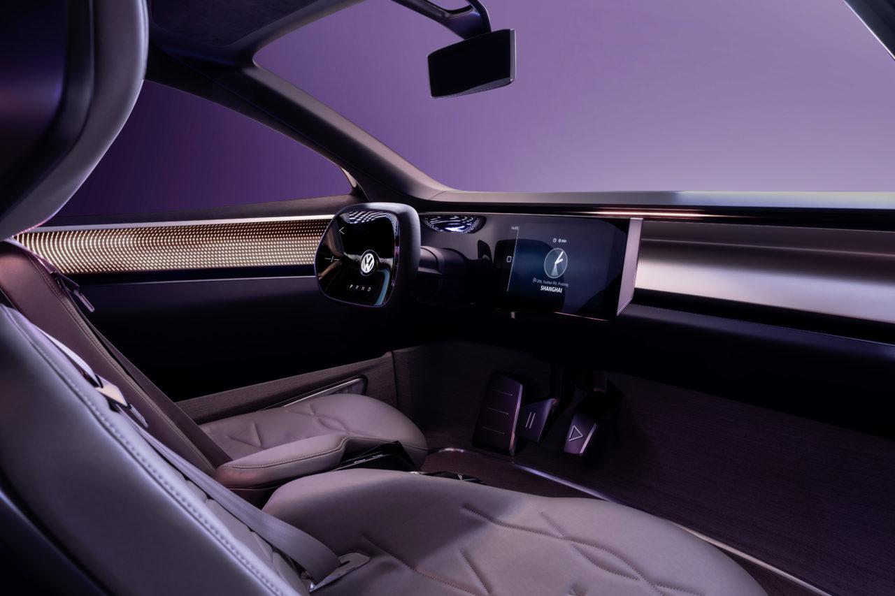 Der VW ID. Roomzz misst gut 4,90 Länge, Im Inneren strahlt Hightech pur