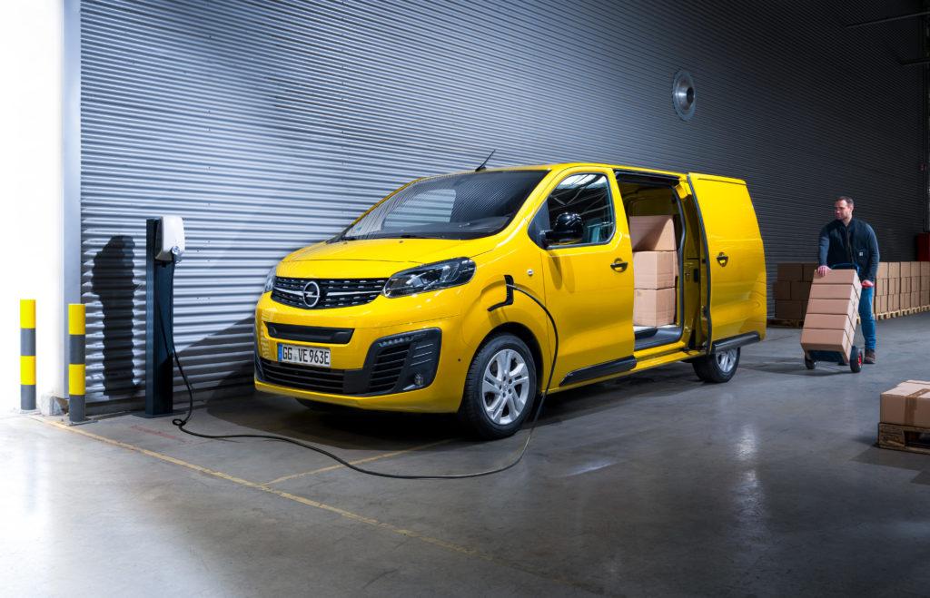 Mit der Schnellladefunktion und mindestens 5,1 Kubikmetern Volumen ist der Vivaro-e perfekt für die wachsende Paketdienst-Branche geeignet.