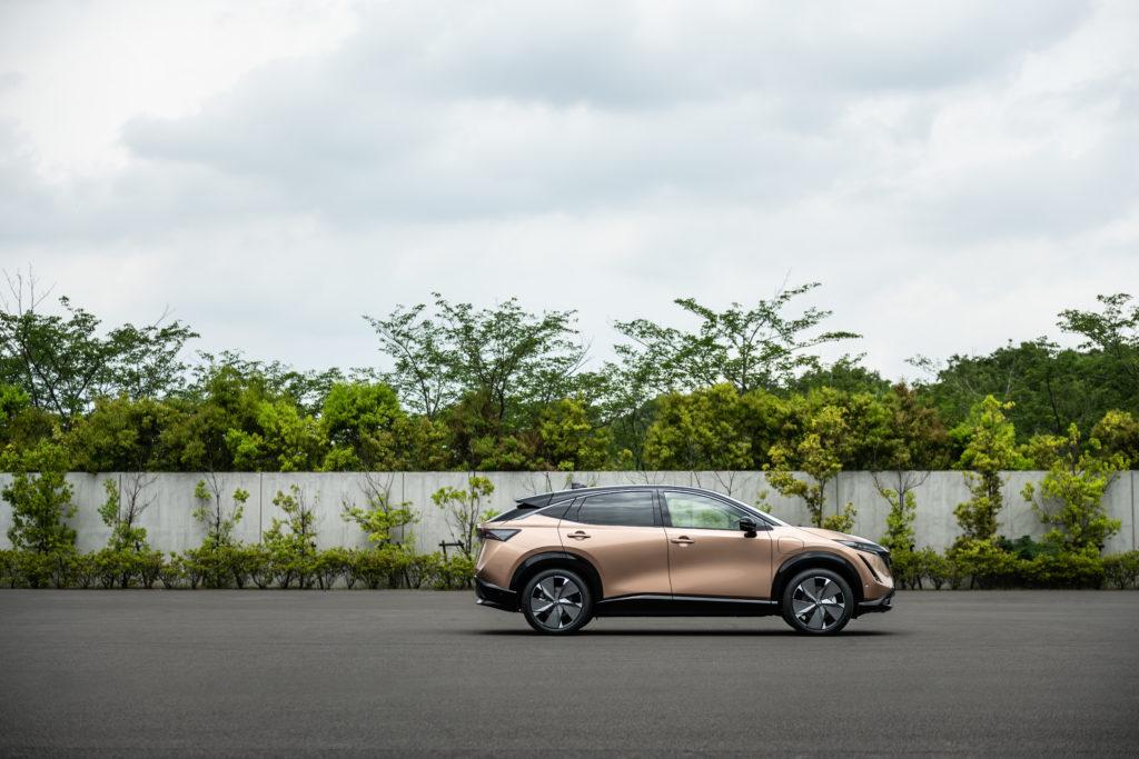 Dank Over-the-Air-Updates ist der Nissan Ariya stets aktuell. Selbst während der Fahrt können diese geladen werden