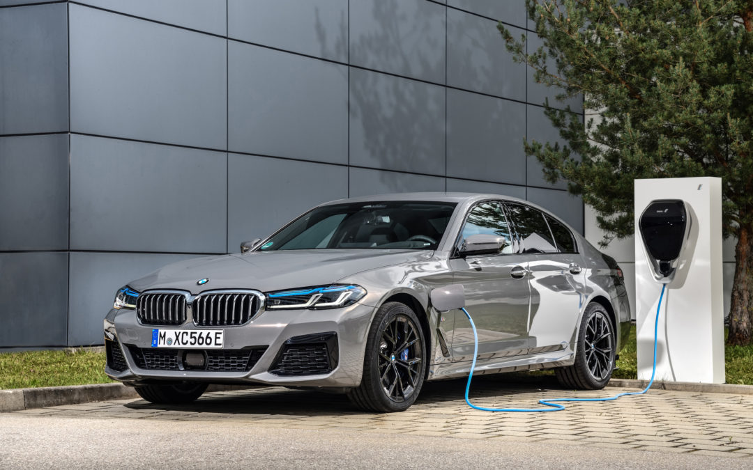 BMW 545e xDrive – Plug-in-Hybrid für Genießer
